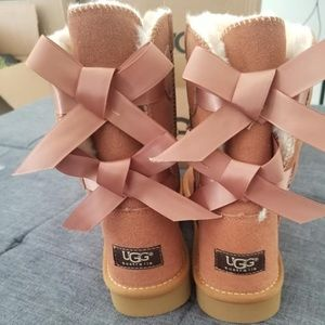 Bailey Button Pink Ugg